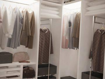 Большая светлая спальня с гардеробной