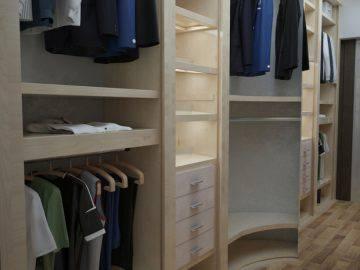 Две небольшие гардеробные комнаты