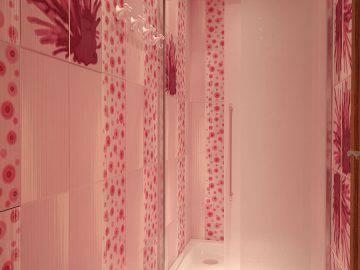 Розовый цвет в интерьере ванной комнаты