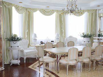Светлая столовая в классическом стиле