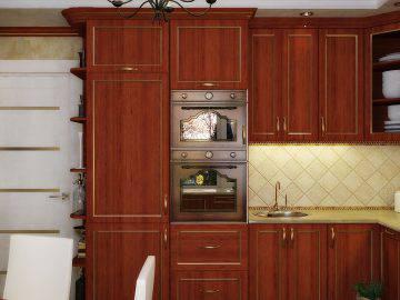 Интерьер классической кухни с темной мебелью