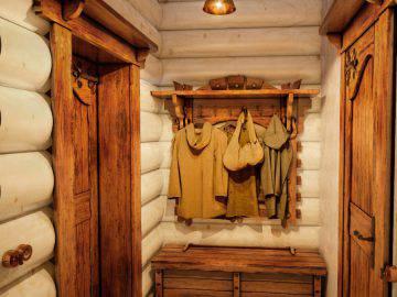 Дизайн интерьера прихожей в деревянном доме
